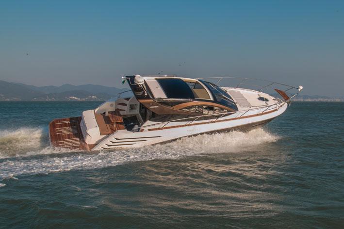Barco com design superesportivo será lançado em setembro no Brasil