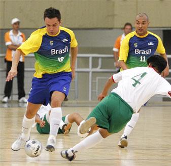 0c9e60150d Falcão entra para a história do futsal brasileiro nos Jogos Sul-americanos  Medellín 2010