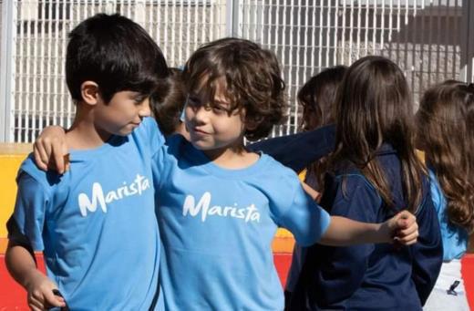 Doze dicas para ensinar a criança a fazer amigos