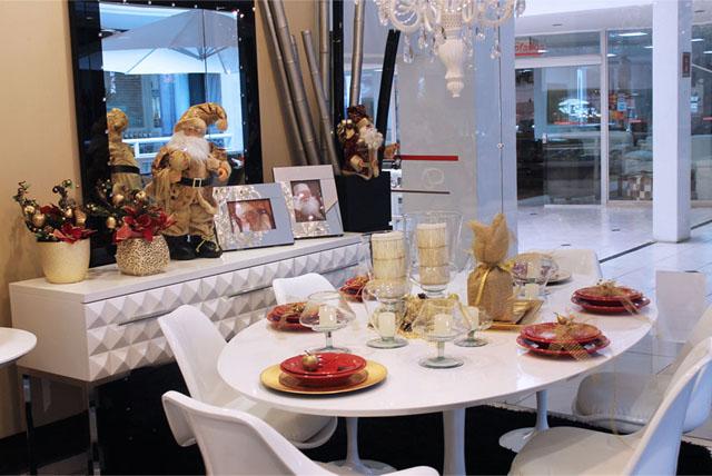 Sala de jantar decorada pela loja proporciona diversas ideias para