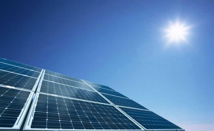 Energia solar é a principal estratégia global para reduzir impacto ambiental