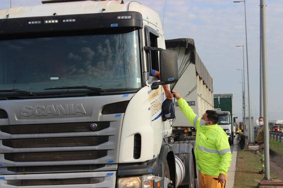 Caminhoneiros podem retirar kit de higiene em pontos do Sistema-Bandeirantes