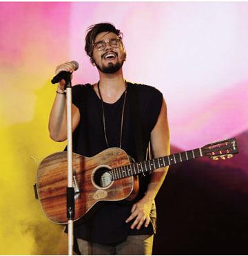 """Luan Santana leva """"Turnê Live Móvel X"""" para Show da Virada em Recife"""
